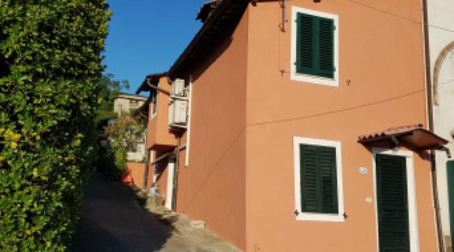 7 km da Lucca terratetto ristrutturato-San Macario